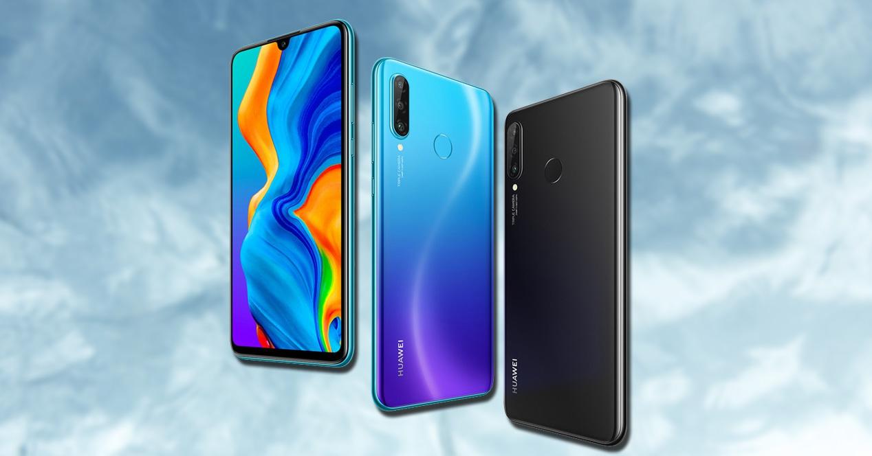 Teléfono Huawei P30 Lite con fondo azul