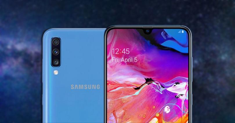 Frontal y trasera del Samsung Galaxy A70 sobre fondo azul
