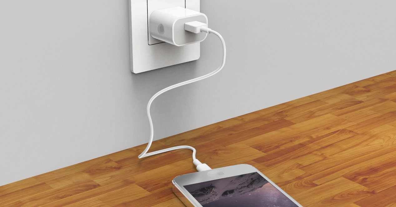 cargador de iphone en pared