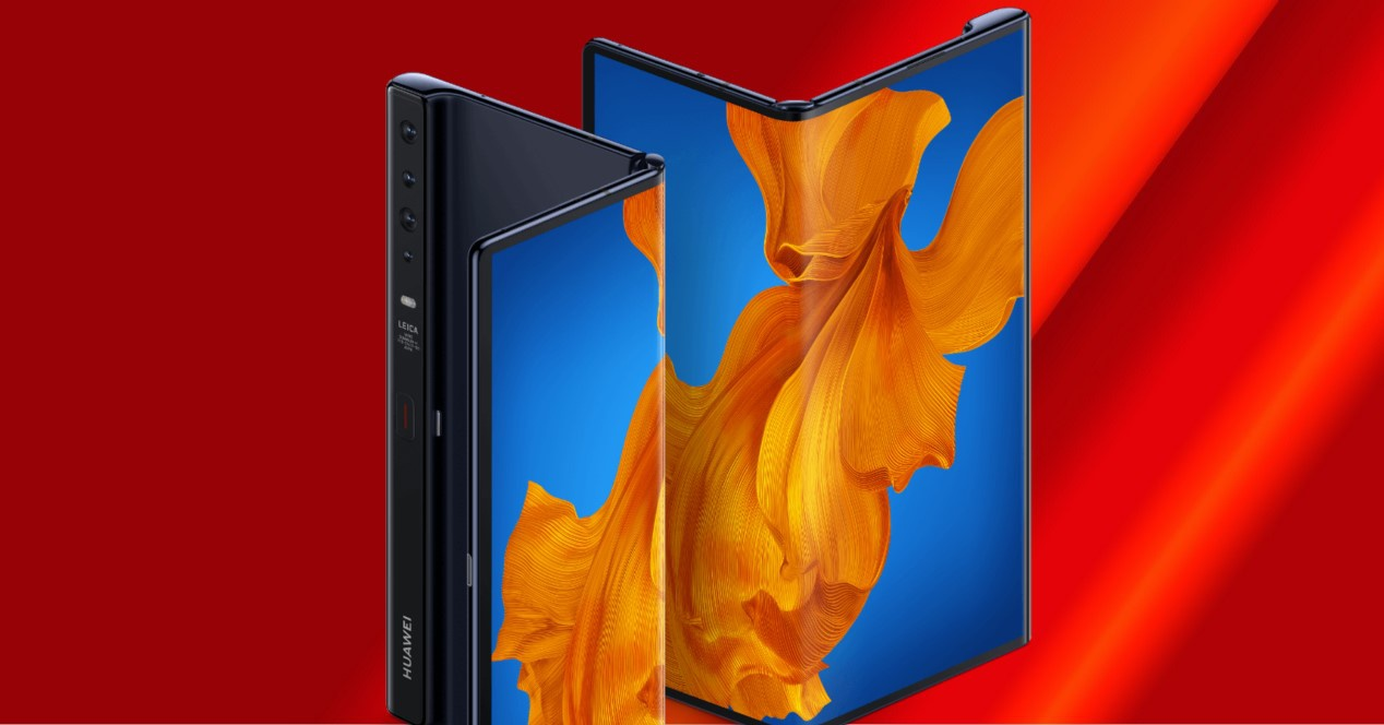 Huawei Mate XS sobre fondo rojo