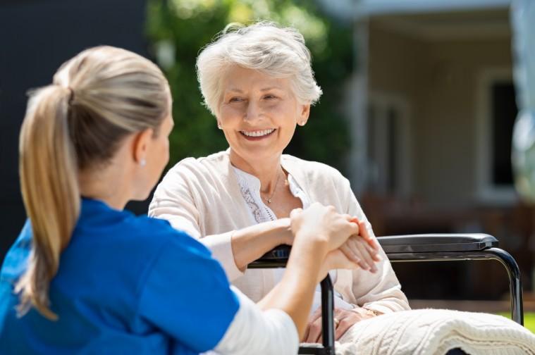 ¿Qué cuidados necesitan las personas mayores?